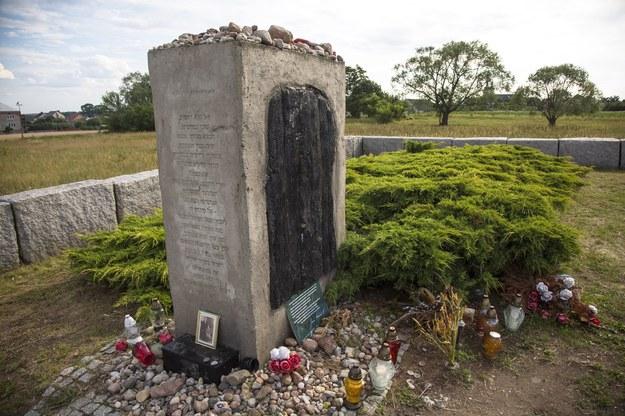 Pomnik Żydów pomordowanych w Jedwabnem /Marek Maliszewski  /Reporter