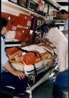 Pomoc niesiona 16-latkowi rannemu w wypadku /RMF24.pl