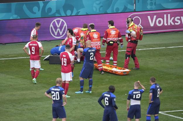 Pomoc udzielana Christianowi Eriksenowi w trakcie meczu Dania - Finlandia /Mads Claus Rasmussen /PAP/EPA
