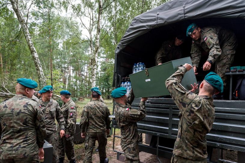 Pomoc żołnierzy po nawałnicach w woj. kujawsko-pomorskim /Tytus Żmijewski /PAP