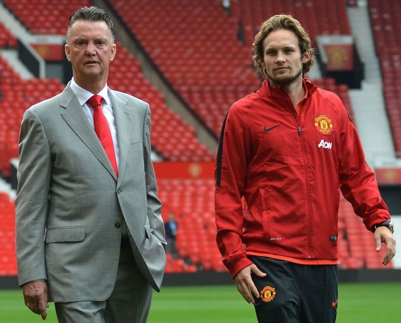 Pomocnik Manchesteru United Daley Blind i menedżer zespołu Louis van Gaal /AFP