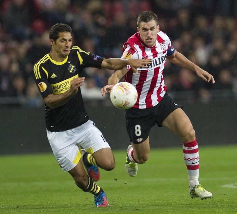 Pomocnik PSV Eindhoven Kevin Strootman (z prawej) /AFP