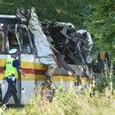 Pomorskie: Autobus zderzył się z samochodem. Trzy osoby zginęły
