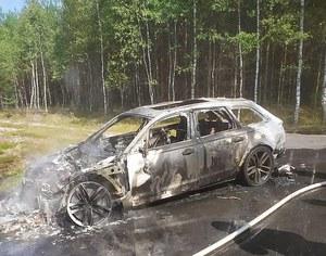 Pomorskie. Jechali na grzyby... drogą pożarową. Spłonął im samochód za 400 tys. zł