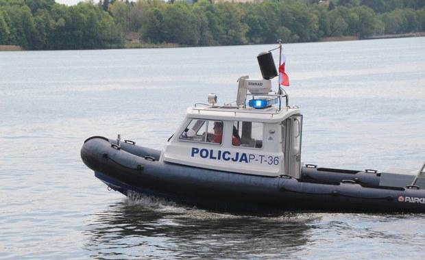 Pomorskie: Poszukiwania czterech osób na jeziorze. Są wśród nich dzieci