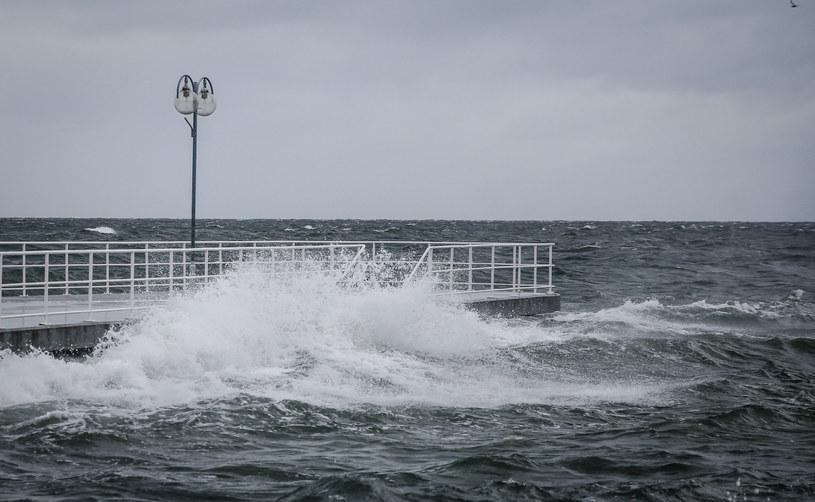 Pomorskie: Sztorm na Bałtyku, powieje z siłą 9 st. w skali Beauforta /Karolina Misztal /Reporter