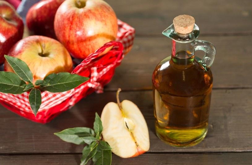 Pomoże ocet  jabłkowy /123RF/PICSEL