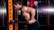 Pompki na poręczach - ćwiczenie pomijane na siłowni