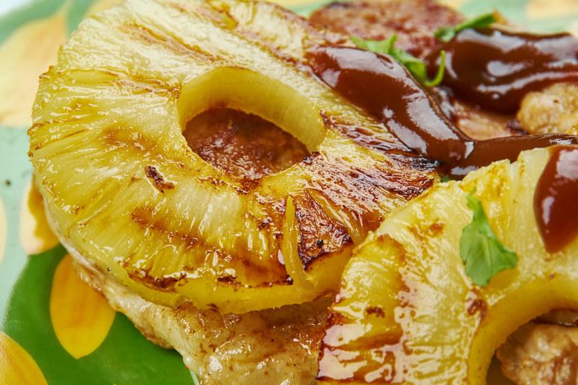 Pomysł na grillowanego ananasa /123RF/PICSEL