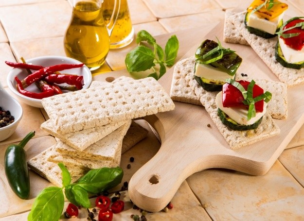 Pomysł na szybką i smaczną przekąskę z chlebkami /materiały prasowe