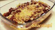 Pomysł na szybki i prosty obiad: makaron z mięsnym sosem pomidorowym, z dodatkiem parmezanu i beszamelu
