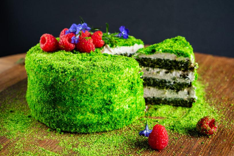 Pomysł na tani, efektowny tort /123RF/PICSEL