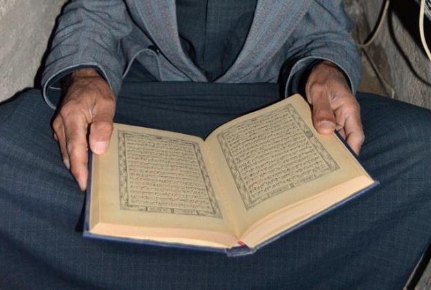 Pomysł rozdawania Koranu nie wszystkim się podoba /AFP