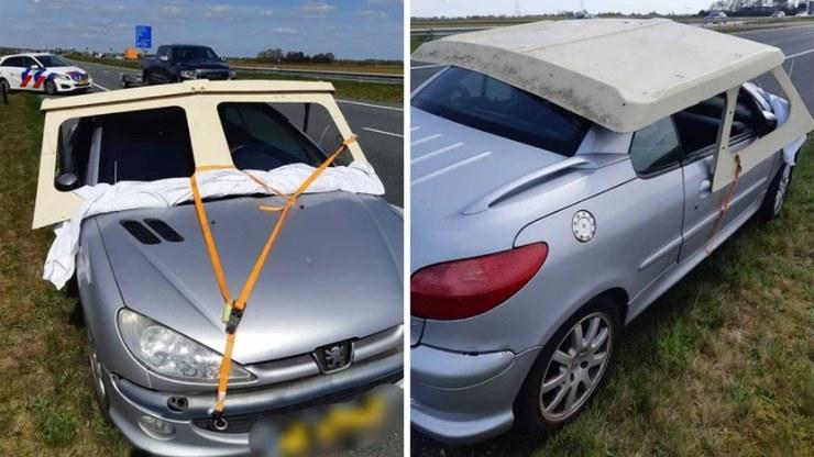 """""""Pomysłowy"""" kierowca postanowił przewieźć fragment łodzi na dachu samochodu / Politie Sneek e.o. /"""