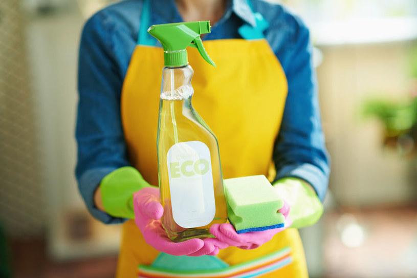 Pomysły na naturalne środki czyszczące /©123RF/PICSEL