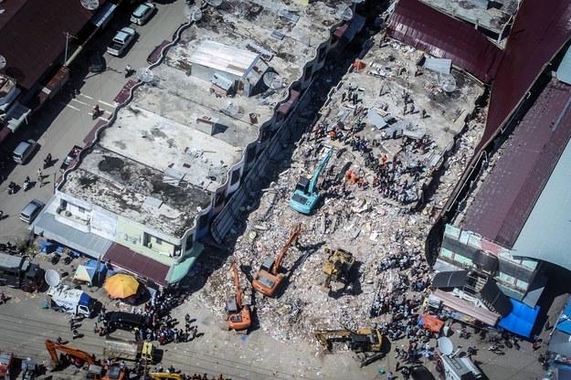 Ponad 100 osób zginęło w trzęsieniu ziemi /HOTLI SIMANJUNTAK    /PAP/EPA