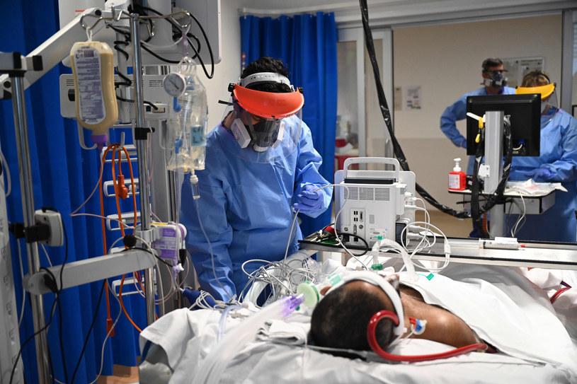 Ponad 12,5 tys. nowych zakażeń koronawirusem w Wielkiej Brytanii /NEIL HALL/AFP /East News