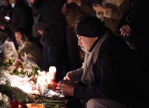 Ponad 200 wyszkolonych terrorystów mogło przyjechać z Syrii do Francji /AFP /East News