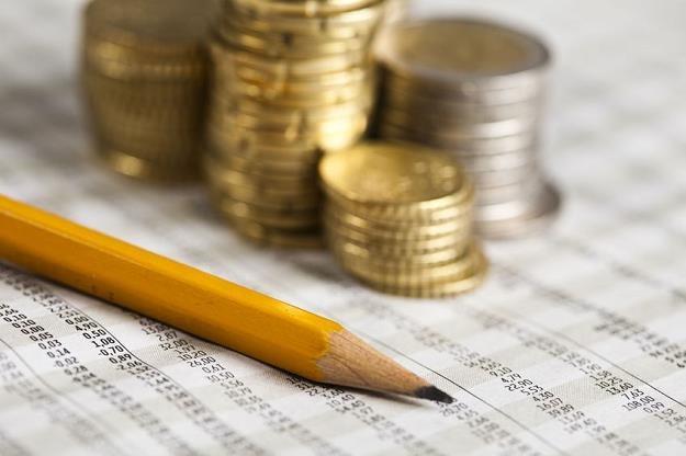 Ponad 27 miliardów złotych zostało w portfelach Polaków /©123RF/PICSEL