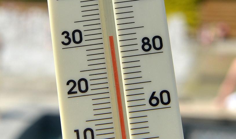 Ponad 30 stopni Celsjusza pokazuje termometr w upalną niedzielę w Rzeszowie /Darek Delmanowicz /PAP