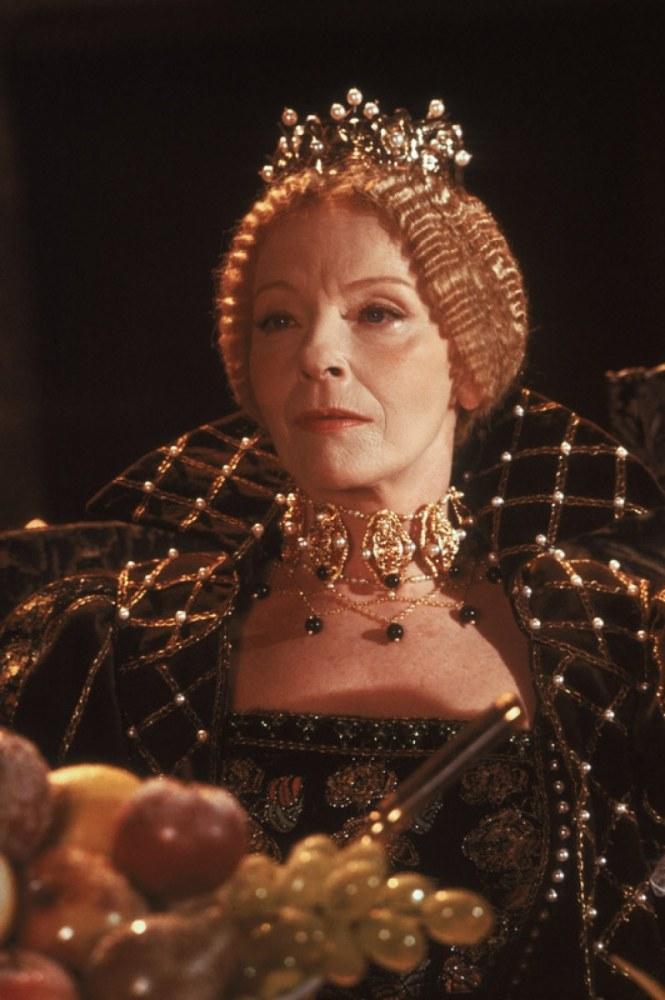 Ponad 55-letnia Aleksandra Śląska znakomicie zagrała nie tylko nastoletnią Bonę, ale też twardą i nieustępliwą władczynię. Widzowie i krytycy zachwycali się dramatyczną sceną śmierci królowej /materiały prasowe