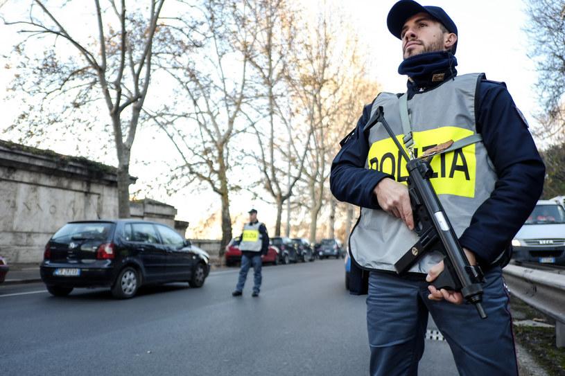 Ponad 7 tysięcy żołnierzy pilnuje bezpieczeństwa w miastach /ANDREAS SOLARO /AFP