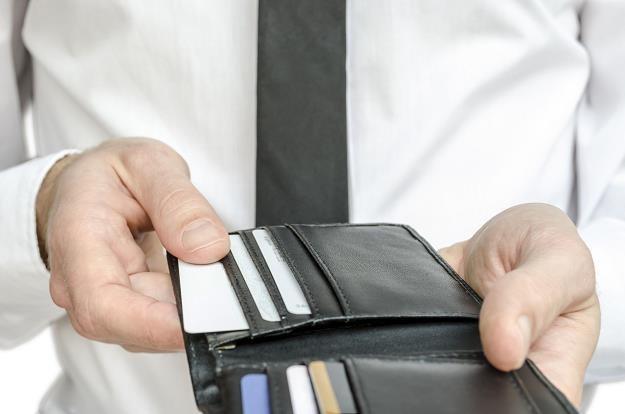 Ponad 8 milionów Polaków posiada karty debetowe oraz kredytowe /©123RF/PICSEL