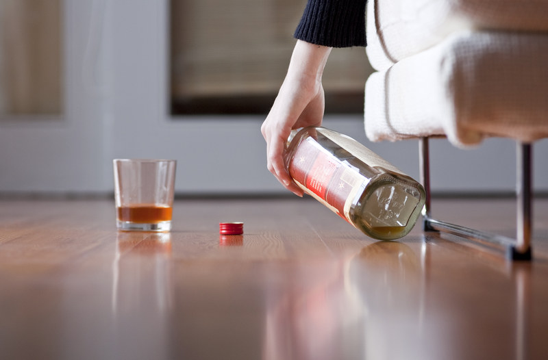 Ponad 80 proc. Polaków pije alkohol; 12 proc. nadużywa /123RF/PICSEL