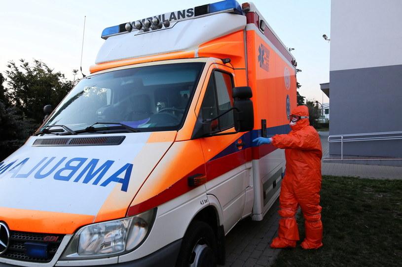 Ponad dwa tysiące lekarzy i pielęgniarek w Polsce jest wyłączonych z pracy przez koronawirusa (zdjęcie ilustracyjne) /Tomasz Wojtasik /PAP