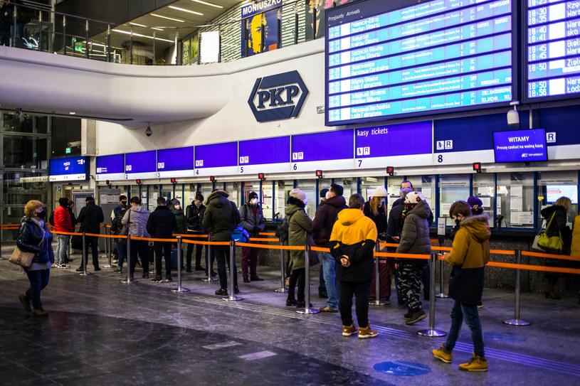 Ponad dwie godziny opóźnienia zanotowały w niedzielę niektóre pociągi, m.in. PKP Intercity /Adam Burakowski /Reporter