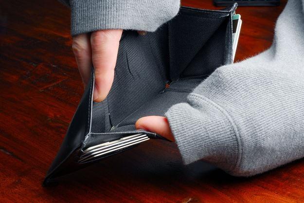 Ponad jedna trzecia Polaków uważa, że przyczyną popadania w zadłużenie są czynniki zewnętrzne /©123RF/PICSEL