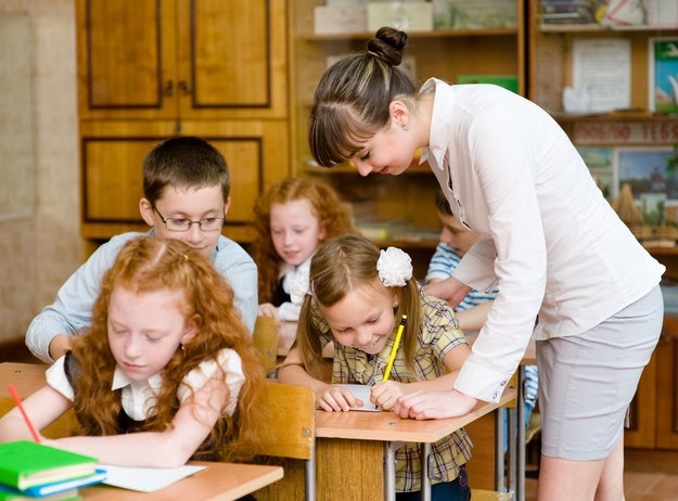 Ponad miliard złotych na podwyżki dla nauczycieli /123RF/PICSEL