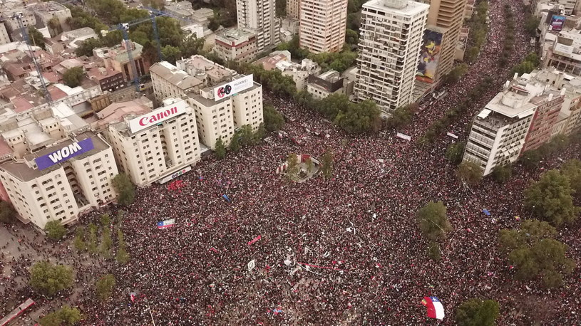 Ponad milion manifestantów na ulicach Santiago /Rodrigo Saez /PAP/EPA