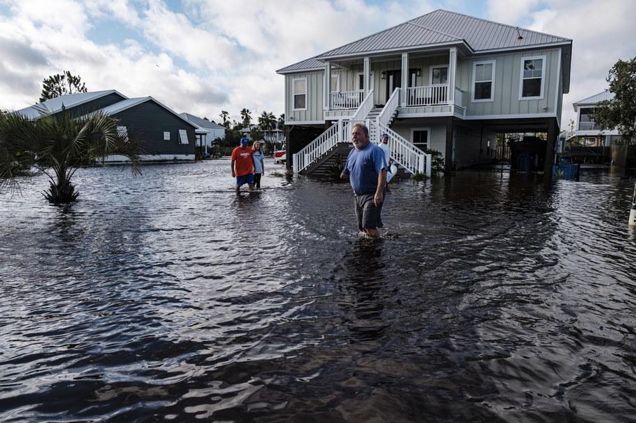 Ponad pół miliona ludzi bez prądu po burzy tropikalnej Sally /DAN ANDERSON  /PAP/EPA