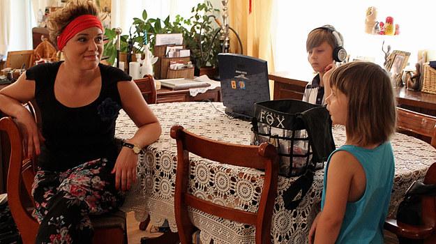 Ponad połowa polskich rodziców musi zostawić dziecko pod opieką niani. /fot  /materiały prasowe