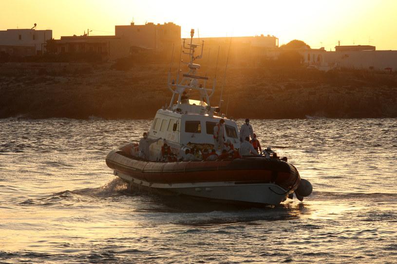 Ponad tysiąc migrantów przypłynęło na Lampedusę /MAURO SEMINARA /AFP