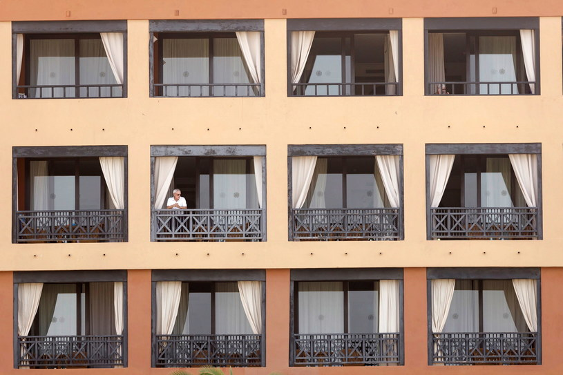 Ponad tysiąc turystów zostało poddanych kwarantannie w hotelu Costa Adeje Palace /RAMON DE LA ROCHA /PAP/EPA
