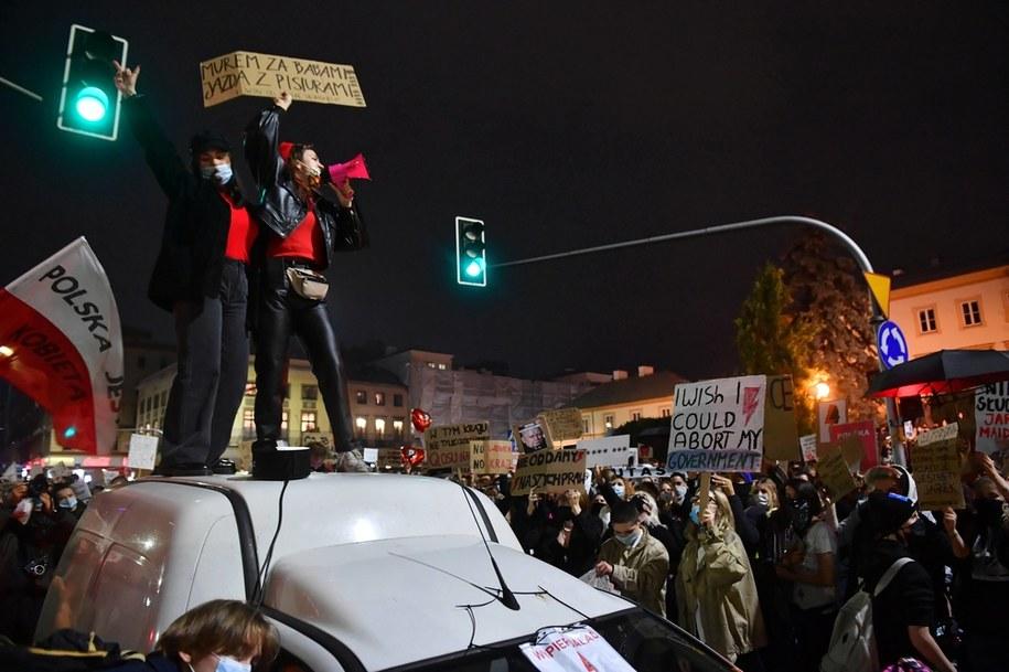Poniedziałkowa blokada ulic w centrum Warszawy / Radek Pietruszka   /PAP