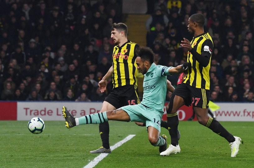 Poniedziałkowe starcie Watfordu z Arsenalem, strzela Pierre-Emerick Aubameyang /AFP