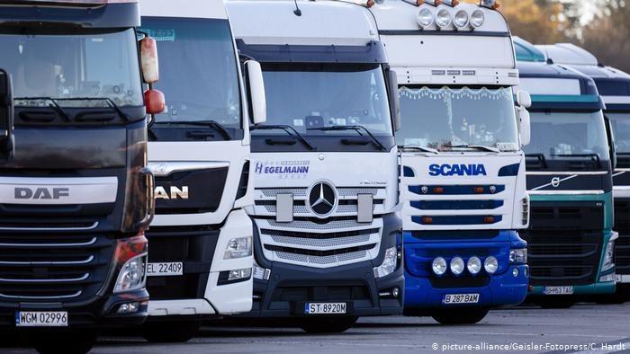 Ponieważ w Niemczech brakuje dziesiątek tysięcy kierowców ciężarówek, branża chce werbować kobiety /Deutsche Welle