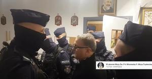 Ponowna interwencja policji w kaplicy, z której dzień wcześniej wyniesiono księdza