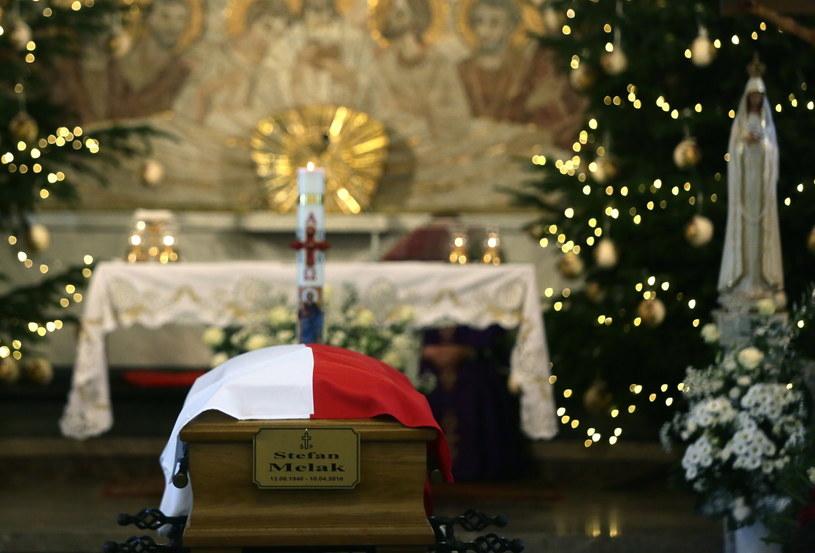 Ponowny pogrzeb tragicznie zmarłego przewodniczącego Komitetu Katyńskiego Stefana Melaka /Tomasz Gzell /PAP