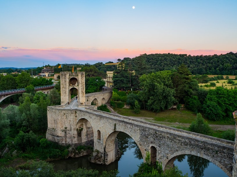 Pont Fortificat to jeden z cenniejszych zabytków sztuki romańskiej /Adobe Stock