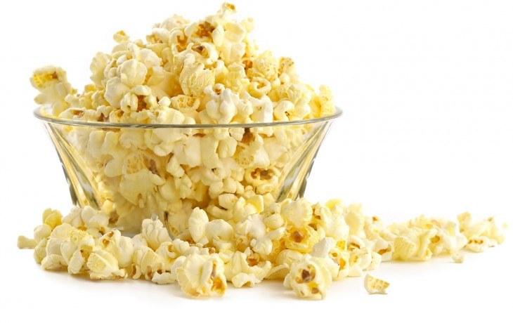 Popcorn przekąska /© Photogenica