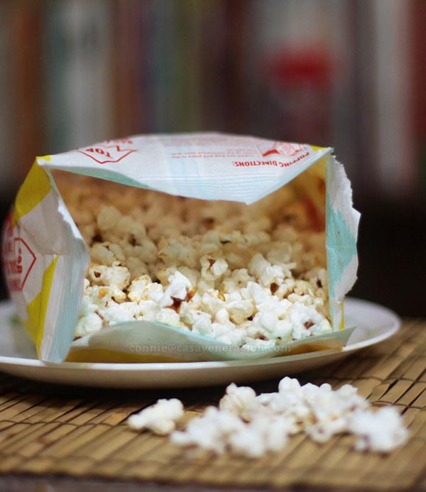 popcorn z mikrofalówki /© Photogenica