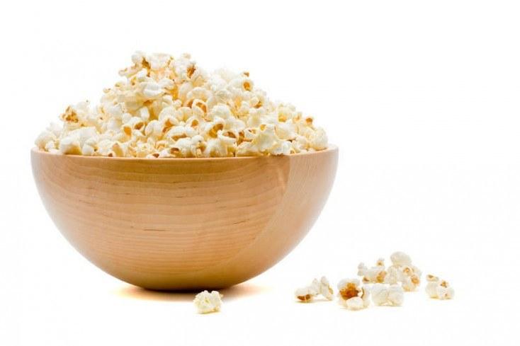 Popcorn zdrowa przekąska /© Photogenica