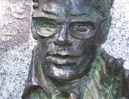 Popiersie Cybulskiego na placu Grunwaldzkim w Katowicach - fot. Janusz Świąder /MWMedia