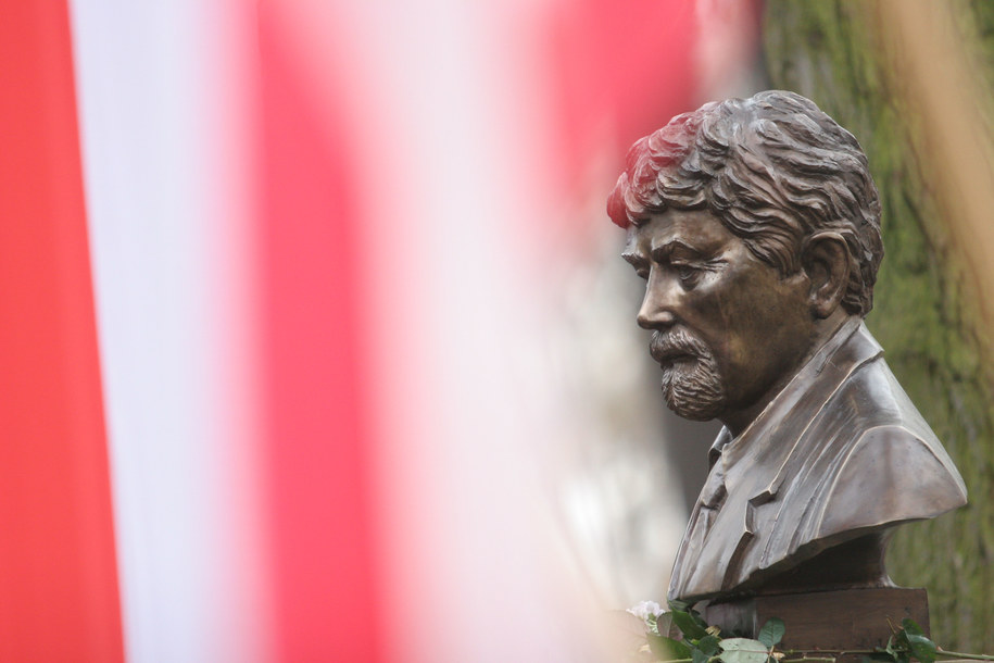 Popiersie płk. Ryszarda Kuklińskiego w krakowskim Parku im. dr H. Jordana /Jacek Bednarczyk /PAP