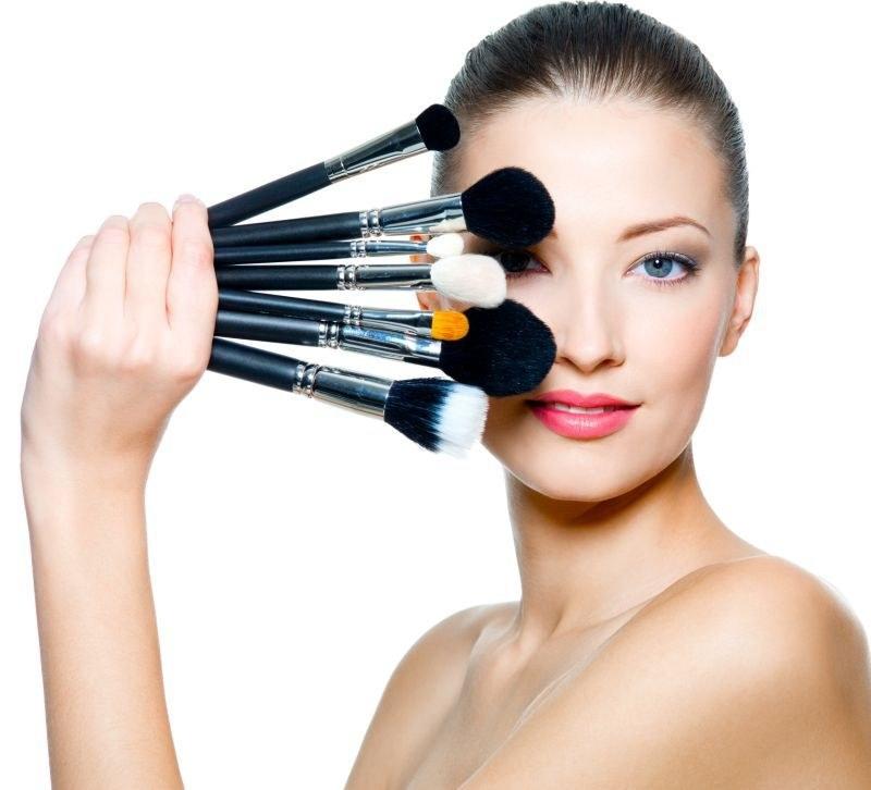 poprawa makijażu /© Photogenica