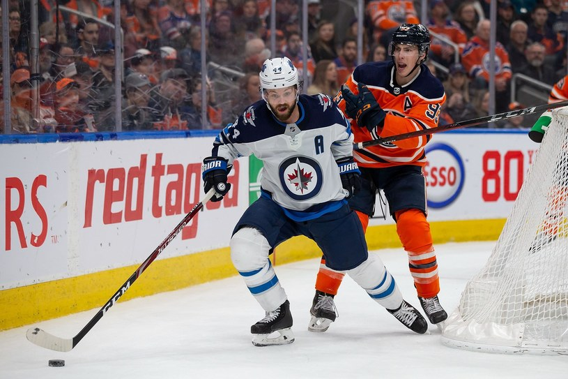 Poprzednio NHL grała 11 marca, gdy Winnipeg Jets (Josh Morrissey #44) zmierzyli się z Edmonton Oilers (Ryan Nugent-Hopkins #93) /AFP